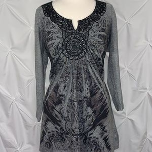 Crinkle Print Top with VNeck Lace Detail